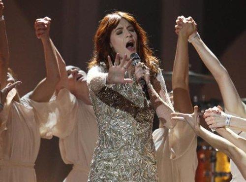 Florence + The Machine – No Light, No Light (Live at BRIT Awards 2012)