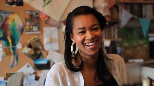 Juliyaa – Smile (Video)