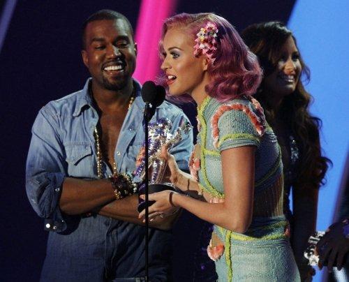 Katy Perry – Niggas In Paris (Kanye West & Jay-Z Cover)