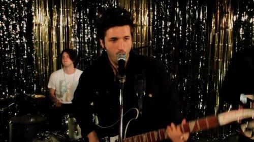 The Tricks – Remember Me (Video)