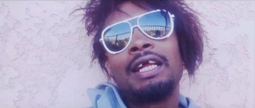 Darq E Freaker feat. Danny Brown – Blueberry (Pills & Cocaine)
