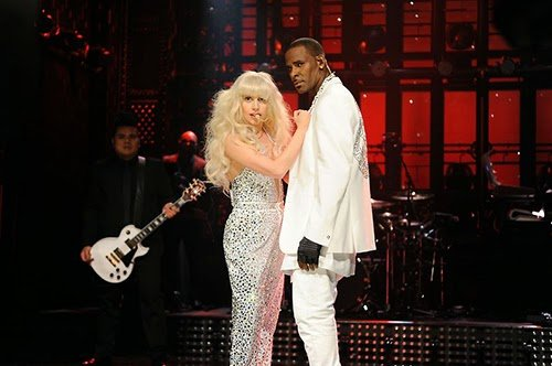 Lady Gaga and R. Kelly – Do What U Want (Live on SNL)
