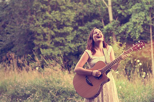 Brooklyn Doran – There's A Light On (Kitchen Song) (Video)