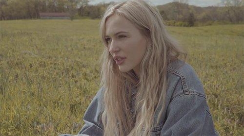 Lennon Stella – Older Than I Am (Video)
